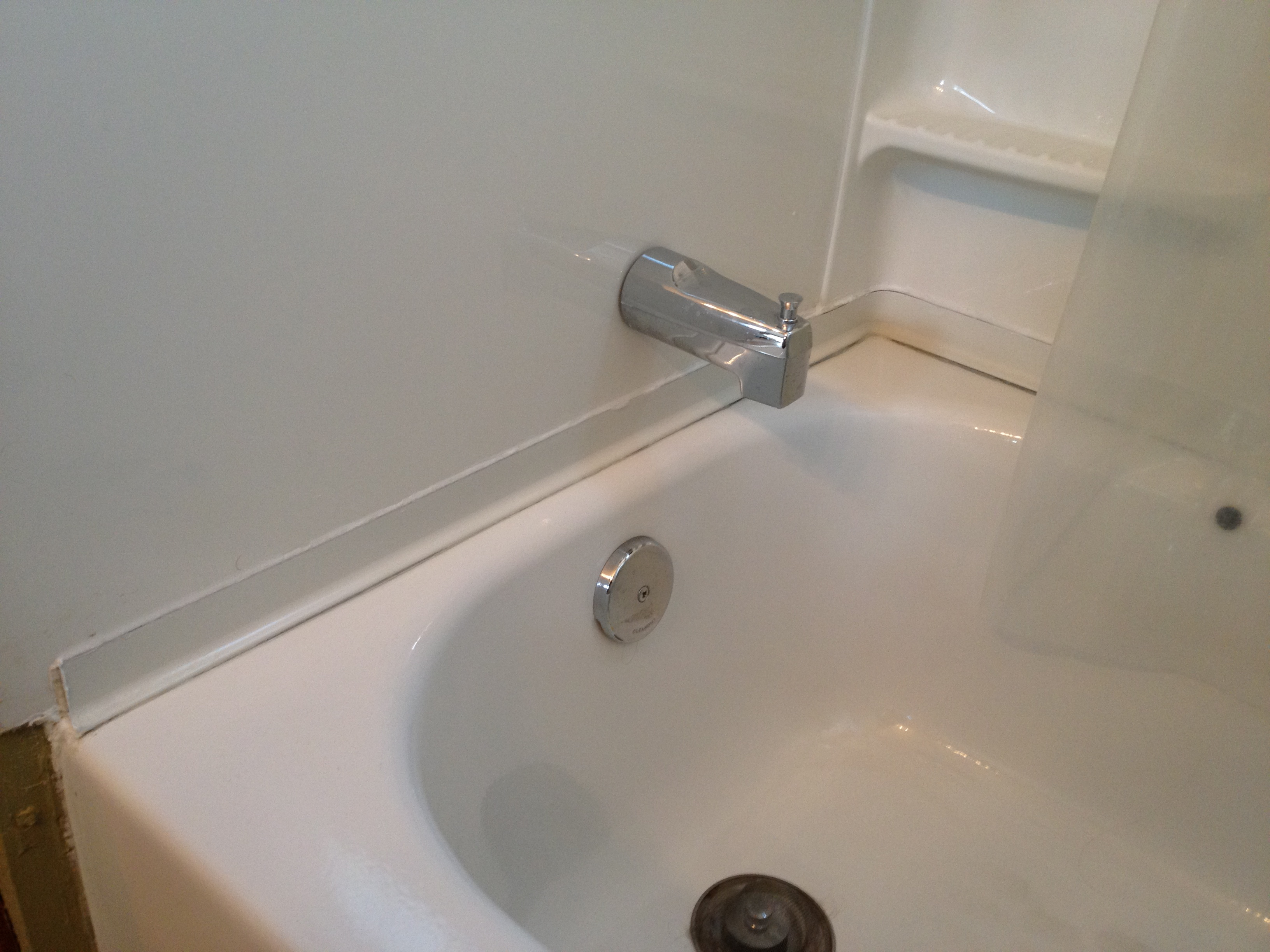 Sealing seams and gaps in the bathroom 86